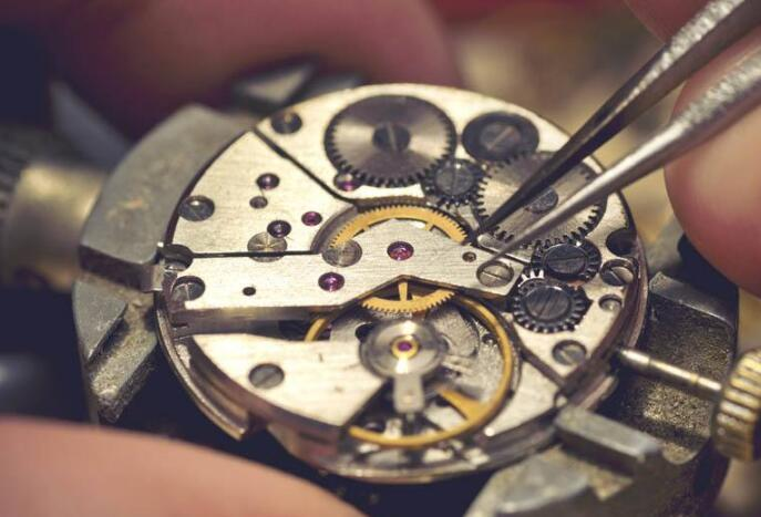 Do you know the knowledge of maintaining mechanical replica watches